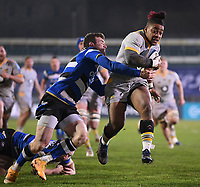 8th January 2021; Recreation Ground, Bath, Somerset, England; English Premiership Rugby, Bath versus Wasps; Paolo Odogwu of Wasps on his way to scoring a try under pressure from Ben Spencer of Bath