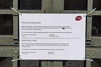 Die Auswirkungen der Corona-Krise sind zwei Tage nach Inkrafttreten der Anordnung des Senats, wonach Cafes, Kneipen, Museen, Ausstellungen, die Oper, die Universitaeten geschlossen wurden, im oeffentlichen Leben sichtbar. Bei Touristen beliebte Ausflugsziele und Plaetze sind verwaist.<br /> Im Bild: Ein Hinweisschild informiert ueber die Schliessung des Konzerthaus am Gendarmenmarkt in Berlin-Mitte.<br /> 16.3.2020, Berlin<br /> Copyright: Christian-Ditsch.de<br /> [NUR FUER REDAKTIONELLE ZWECKE! Werbung nur auf Anfrage beim Fotografen. Inhaltsveraendernde Manipulation des Fotos nur nach ausdruecklicher Genehmigung des Fotografen. Vereinbarungen ueber Abtretung von Persoenlichkeitsrechten/Model Release der abgebildeten Person/Personen liegen nicht vor. NO MODEL RELEASE! Don't publish without copyright Christian-Ditsch.de, Veroeffentlichung nur mit Fotografennennung, sowie gegen Honorar, MwSt. und Beleg. Konto: I N G - D i B a, IBAN DE58500105175400192269, BIC INGDDEFFXXX, Kontakt: post@christian-ditsch.de<br /> Bei der Bearbeitung der Dateiinformationen darf die Urheberkennzeichnung in den EXIF- und  IPTC-Daten nicht entfernt werden, diese sind in digitalen Medien nach §95c UrhG rechtlich geschuetzt. Der Urhebervermerk wird gemaess §13 UrhG verlangt.]