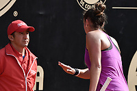 BOGOTA -COLOMBIA. 13-04-2017. Sara Sorribes Tormo (ESP) discute con uno de los jueces durante juego contra Magda Linette (POL) de cuartos de final del Claro Open Colsanitas WTA 2017 jugado en el Club Los Lagartos en Bogota. /  Sara Sorribes Tormo (ESP) discuss with one of the judges during match against Magda Linette (POL) for the quater final of Claro Open Colsanitas WTA 2017 played at Club Los Lagartos in Bogota city. Photo: VizzorImage/ Gabriel Aponte / Staff