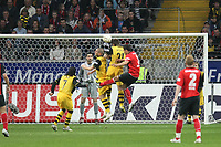 Kopfballabwehr von Robert Kovac (BVB) vor Aaron Galindo (Eintracht)<br /> Eintracht Frankfurt vs. Borussia Dortmund, Commerzbank Arena<br /> *** Local Caption *** Foto ist honorarpflichtig! zzgl. gesetzl. MwSt. Auf Anfrage in hoeherer Qualitaet/Aufloesung. Belegexemplar an: Marc Schueler, Am Ziegelfalltor 4, 64625 Bensheim, Tel. +49 (0) 6251 86 96 134, www.gameday-mediaservices.de. Email: marc.schueler@gameday-mediaservices.de, Bankverbindung: Volksbank Bergstrasse, Kto.: 151297, BLZ: 50960101