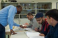 Sprachunterricht fuer Fluechtlinge bei der Handwerkskammer in Cottbus.<br /> In Zusammenarbeit mit dem regionalen Jobcenter, Fluechtlingshilfen und zustaendigen Behoerden versucht die Handwerkskammer Fluechtlingen eine Perspektive fuer Fluechtlinge zu schaffen. Zwischen bis zu 20 Fluechtlinge aus Eritrea, Afgahnistan, Syrien und Pakistan lernen hier Deutsch und bekommen die Moeglichkeit sich ueber die ausserbetrieblichen Ausbildungsmoeglichkeiten zu informieren oder bei Firmenbesuchen einen Ausbildungsplatz suchen.<br /> Entstanden ist diese Initiative der Handwerkskammer Cottbus aufgrund der geringen Zahl an Auszubildenden. Zu viele junge Menschen verlassen die Region. Dies bereitet den Handwerksbetrieben grosse Probleme.<br /> Im Bild: Der Sprachmittler Islam Ahmed (links) beim Unterricht.<br /> 11.11.2015, Cottbus<br /> Copyright: Christian-Ditsch.de<br /> [Inhaltsveraendernde Manipulation des Fotos nur nach ausdruecklicher Genehmigung des Fotografen. Vereinbarungen ueber Abtretung von Persoenlichkeitsrechten/Model Release der abgebildeten Person/Personen liegen nicht vor. NO MODEL RELEASE! Nur fuer Redaktionelle Zwecke. Don't publish without copyright Christian-Ditsch.de, Veroeffentlichung nur mit Fotografennennung, sowie gegen Honorar, MwSt. und Beleg. Konto: I N G - D i B a, IBAN DE58500105175400192269, BIC INGDDEFFPakistan, Kontakt: post@christian-ditsch.de<br /> Bei der Bearbeitung der Dateiinformationen darf die Urheberkennzeichnung in den EXIF- und  IPTC-Daten nicht entfernt werden, diese sind in digitalen Medien nach §95c UrhG rechtlich geschuetzt. Der Urhebervermerk wird gemaess §13 UrhG verlangt.]