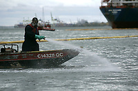 Montreal (Qc) Canada - Sept 29  2010  -SUNCOR Diesel spill in the Saint-Lawrence river.