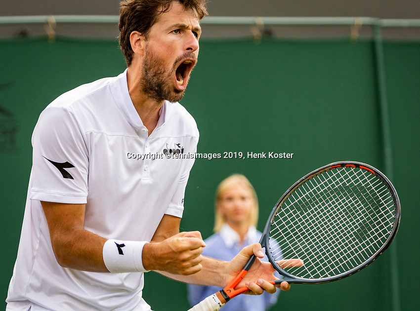 London, England, 3 July, 2019, Tennis,  Wimbledon, Robin Haase (NED) pumps himsel up<br /> Photo: Henk Koster/tennisimages.com