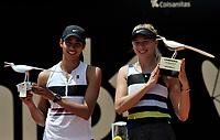 BOGOTÁ-COLOMBIA, 14-04-2019: Amanda Anisimova (USA), y Astra Sharma (AUS), con los trofeos después de partido por la final del Claro Colsanitas WTA, que se realiza en el Carmel Club en la ciudad de Bogotá. / Amanda Anisimova (USA), and Astra Sharma (AUS), with the trophys after their match for the final for the WTA Claro Colsanitas, which takes place at Carmel Club in Bogota city. / Photo: VizzorImage / Luis Ramírez / Staff.