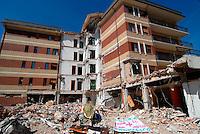 L'AQUILA / ABRUZZO - 11 LUGLIO 2009.LA CASA DELLO STUDENTE, UNO DEGLI EDIFICI PIU' COLPITI DALLA SCOSSA TELLURICA DEL 6 APRILE E DIVENUTA UN'IMMAGINE SIMBOLO DEL TERREMOTO IN ABRUZZO.<br /> FOTO LIVIO SENIGALLIESI.<br /> L'AQUILA / ABRUZZO / ITALY - 2009.THE STUDENTS' HOUSE DESTROYED BY THE EARTHQUAKE.PHOTO LIVIO SENIGALLIESI
