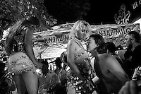SERBIA. Guca. 9th August 2008..Roma girls dance for festival goers..©Andrew Testa/Panos Pictures