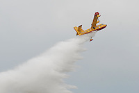 - antifire water bomber Canadair CL 415....- bombardiere ad acqua antincendi Canadair CL 415