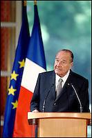 Le president Jacques Chirac, prononce un discours, le 27 avril 2006 au palais de l'Elysee a Paris, lors d'une conference de presse sur la lutte contre le cancer, un des dossiers prioritaires de sa presidence. #