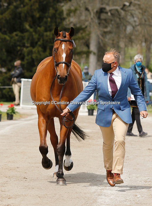 April 21, 2021: 6 Jak My Style and rider Bruce Davidson Jr. from the USA in the first horse veterinary inspection at the Land Rover Three Day Event at the Kentucky Horse Park in Lexington, KY on April 21, 2021.  Candice Chavez/ESW/CSM