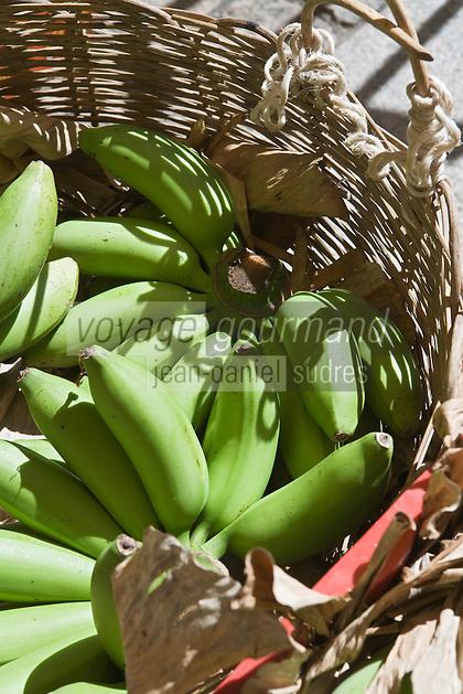 France/DOM/Martinique/ Saint-Pierre: le marché- détail étal bananes-figues ou poyos