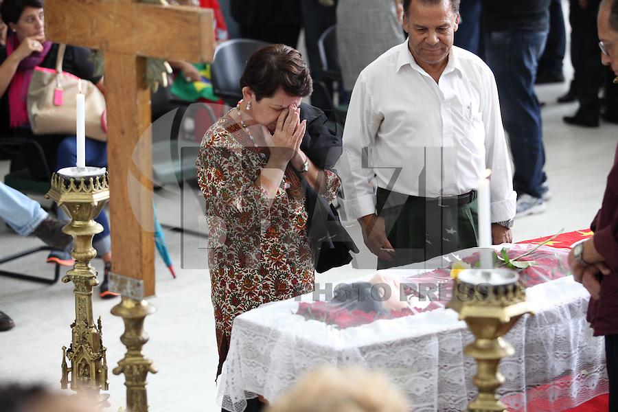 SAO PAULO, SP, 09.03.2015 - VELORIO INEZITA BARROSO  - ASSEMBLEIA LEGISLATIVA - SP -  Amigos, familiares e fãs, no velorio de Inezita Barroso, nesta segunda-feira (9). Inezita faleceu no ultimo domingo (8) aos 90 anos no hospital Sirio-Libanes, vitima de isulficiência respiratoria.  (Douglas Pingituro / Brazil Photo Press)