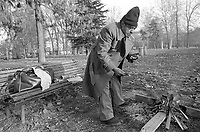 - Milano, emarginati e senza casa al parco Sempione (gennaio 1993)<br /> <br /> <br /> <br /> - Milan, marginalized and homeless at Parco Sempione (January 1993)
