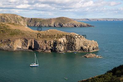 United Kingdom, Wales, Pembrokeshire, Solva: St Bride's Bay looking south in Pembrokeshire Coast National Park | Grossbritannien, Wales, Pembrokeshire, Solva: St. Bride's Bay im Pembrokeshire Coast National Park