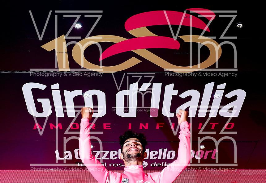 ITALIA. 07-05-2017. Fernando Gaviria -Col- (Quick-Step Floors) celebra como lider general - Malla Rosa - de la carrera después de ganar la etapa 3 entre Tortoli' a Cagliari con 148 kms de la versión 100 del Giro de Italia hoy 07 de mayo de 2017. / Fernando Gaviria -Col- (Quick-Step Floors) celebrates as overal leader - Maglia Rosa - of the race after winning stage 3 between Tortoli 'to Cagliari with 148 kms of the 100 version of the Giro d'Italia today 07 May 2017 Photo: VizzorImage/ Spada/ LaPresse<br /> VizzorImage PROVIDES THE ACCESS TO THIS PHOTOGRAPH ONLY AS A PRESS AND EDITORIAL SERVICE AND NOT IS THE OWNER OF COPYRIGHT; ANOTHER USE HAVE ADDITIONAL PERMITS AND IS  REPONSABILITY OF THE END USER