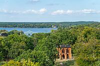 Blick vom Flatow-Turm auf die Gerichtslaube, Glienicker Brücke und Heilandskirche Sacrow, Park Babelsberg, Potsdam, Brandenburg, Deutschland