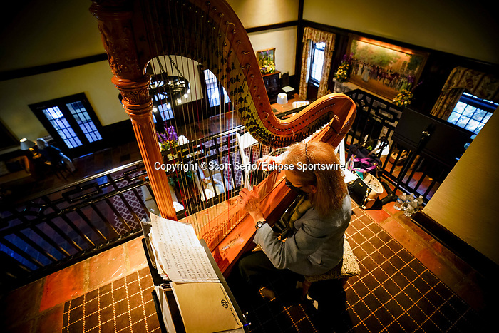 November 6, 2020: A woman plays the harp at the entrance to the clubhouse at Keeneland Racetrack in Lexington, Kentucky, on Friday, November 6, 2020. Scott Serio/Eclipse Sportswire/Breeders Cup/CSM