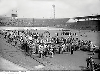 08/07/1954 Cycling, Tour de France.<br /> Competitors and spectators gather at the Amsterdam - Brasschaat stage.<br /> Photo: Offside / L'Equipe COPYRIGHT WARNING : THIS IMAGE IS RIGHTS MANAGED AND THE COPYRIGHT MAY SIT WITH A THIRD PARTY PLEASE CONTACT simon@swpix.com BEFORE DOWNLOAD AND OR USE