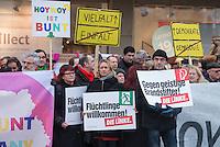 Etwa 100 Menschen protestierten am Samstag den 24. Januar 2015 im saechsichen Hoyerswerda gegen einen Aufmarsch der Rechten Pegida-Guppe Hoygida.<br /> In der Bildmitte mit blonden Haaren: Caren Nicole Lay, stellv. Bundesvorsitzende der Linkspartei.<br /> 24.1.2015, Hoyerswerda<br /> Copyright: Christian-Ditsch.de<br /> [Inhaltsveraendernde Manipulation des Fotos nur nach ausdruecklicher Genehmigung des Fotografen. Vereinbarungen ueber Abtretung von Persoenlichkeitsrechten/Model Release der abgebildeten Person/Personen liegen nicht vor. NO MODEL RELEASE! Nur fuer Redaktionelle Zwecke. Don't publish without copyright Christian-Ditsch.de, Veroeffentlichung nur mit Fotografennennung, sowie gegen Honorar, MwSt. und Beleg. Konto: I N G - D i B a, IBAN DE58500105175400192269, BIC INGDDEFFXXX, Kontakt: post@christian-ditsch.de<br /> Bei der Bearbeitung der Dateiinformationen darf die Urheberkennzeichnung in den EXIF- und  IPTC-Daten nicht entfernt werden, diese sind in digitalen Medien nach §95c UrhG rechtlich geschuetzt. Der Urhebervermerk wird gemaess §13 UrhG verlangt.]