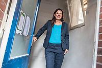 Die Berliner Schulsenatorin Sandra Scheeres (im Bild) besuchte am Freitag den 19. Oktober 2018 zusammen mit dem Bezirksbuergermeister von Neukoelln, Martin Hikel, und der Bildungsstadtraetin Karin Korte die Karl-Weise-Grundschule im Bezirk Neukoelln, um sich ein Bild von den Sanierungsmassnahmen zu machen. Fuer die Schulkinder sind fuer die Dauer der Bauarbeiten an dem 1093 gebauten Toilettenpavillon WC-Container aufgestellt worden.<br /> Das Land Berlin investiert in den kommenden Jahren 5,5 Milliarden Euro in die Sanierung und in den Bau von Schulgebaeuden. <br /> 19.10.2018, Berlin<br /> Copyright: Christian-Ditsch.de<br /> [Inhaltsveraendernde Manipulation des Fotos nur nach ausdruecklicher Genehmigung des Fotografen. Vereinbarungen ueber Abtretung von Persoenlichkeitsrechten/Model Release der abgebildeten Person/Personen liegen nicht vor. NO MODEL RELEASE! Nur fuer Redaktionelle Zwecke. Don't publish without copyright Christian-Ditsch.de, Veroeffentlichung nur mit Fotografennennung, sowie gegen Honorar, MwSt. und Beleg. Konto: I N G - D i B a, IBAN DE58500105175400192269, BIC INGDDEFFXXX, Kontakt: post@christian-ditsch.de<br /> Bei der Bearbeitung der Dateiinformationen darf die Urheberkennzeichnung in den EXIF- und  IPTC-Daten nicht entfernt werden, diese sind in digitalen Medien nach §95c UrhG rechtlich geschuetzt. Der Urhebervermerk wird gemaess §13 UrhG verlangt.]