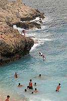- turisti fanno il bagno, spiaggia di Banjole..- tourists take a bath, beach of Banjole