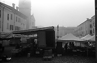 Sabbioneta (Mantova), piazza Ducale. Mercato, market