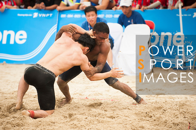Wrestlers compete during the Beach Wrestling Men's competition between Korea and Pakistan on Day Eight of the 5th Asian Beach Games 2016 at Bien Dong Park on 01 October 2016, in Danang, Vietnam. Photo by Marcio Machado / Power Sport Images