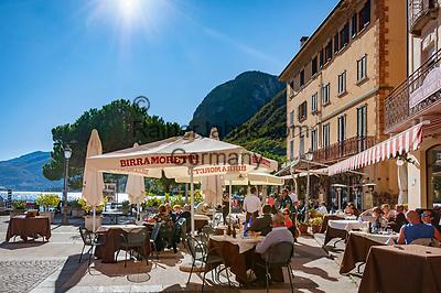 Italy, Lombardia, Menaggio: popular resort on the West Banks of Lake Como - Café Hotel Corona at Piazza Guiseppe Garibaldi | Italien, Lombardei, Menaggio: beliebter Urlaubsort an der Westkueste des Comer Sees, von hier besteht eine Faehrverbindung nach Bellagio und Varenna - Café Hotel Corona an der Piazza Guiseppe Garibaldi
