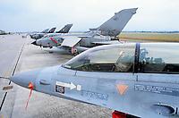 - Dutch Air Force, F 16 fighter aircraft and alignment of Italian strike aircrafts Tornado....- Aeronautica Militare Olandese, aereo da caccia F 16 e schieramento di aerei da attacco Tornado italiani....