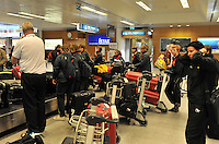 Iceland : UEFA Women's Euro Qualifying group stage (Group 3) - 21/09/2011 - 21:30CET (19:30 local time) - Laugardalsvöllur - Reykjavik : ICELAND (ijsland) - BELGIUM ( Belgie) : chaos aan de bagageband in Keflavik airport...foto DAVID CATRY / Vrouwenteam.be