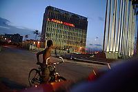 """The U.S. Interests Section displays part of a message reading """"Cuban People"""" in Havana, Cuba on 5 August 2006.<br />"""