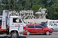 Monumento as Bandeiras no parque do Ibirapuera. São Paulo. 2007. Foto de Juca Martins.