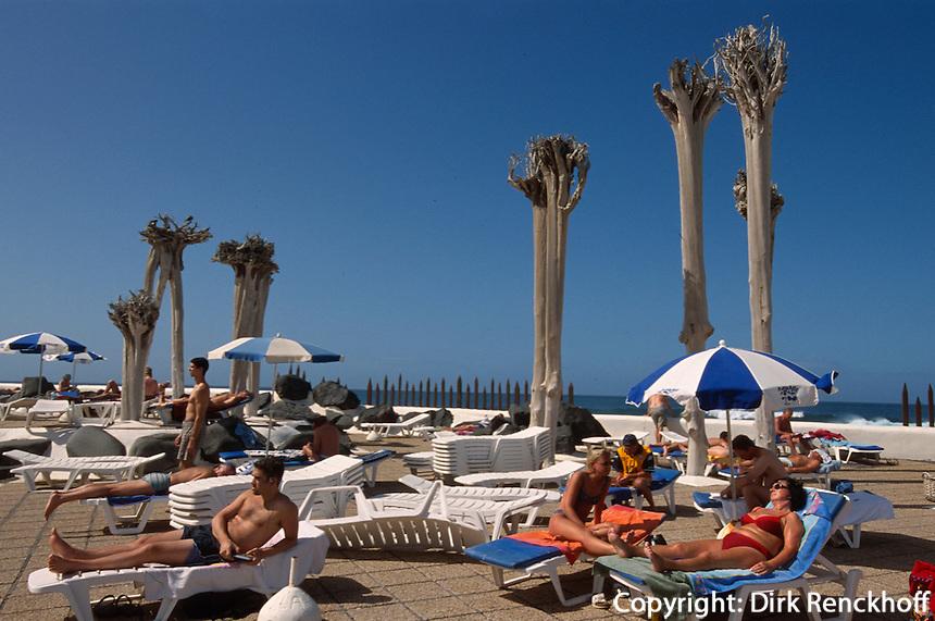 Spanien, Kanarische Inseln, Teneriffa, Badelandschaft Costa de Martianez in Puerto de la Cruz, erbaut von Cesar Manrique