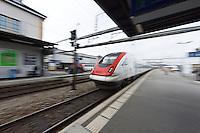Schnellzug Intercity-Neigezug ICN bei der vorbeifahrt beim Bahnhof Airolo am 24. Oktober 2012..Copyright © Zvonimir Pisonic