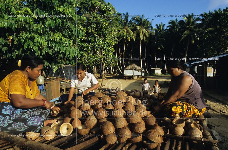 INDIA Little Andaman, Nicobarese tribe / INDIEN Little Andaman, Nikobaresen nach dem Tsunami