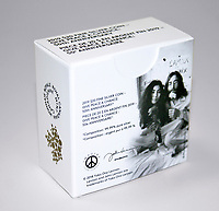 photos de la monnaie royale canadienne en l'honneur des 50 ans du Bed-In de John Lennon et Yoko Ono, a Montreal