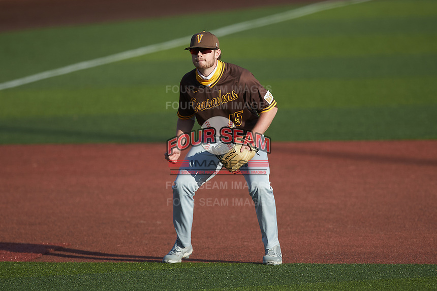 Valparaiso Crusaders third baseman Kaleb Hannahs (15) on defense against the Western Kentucky Hilltoppers at Nick Denes Field on March 19, 2021 in Bowling Green, Kentucky. (Brian Westerholt/Four Seam Images)
