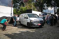 SÃO PAULO, SP, 13.03.2019: CRIME ESCOLAR EM SUZANO -SP- Corpos das vitimas dos atiradores da Escola Raul Brasil, em Suzano, são levados por carros funerários para o IML, nesta quarta-feira (13). (Foto: Marivaldo Oliveira/Código19)