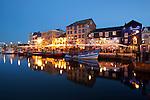 Great Britain, England, Devon, Plymouth: The Barbican with restaurants in the evening | Grossbritannien, England, Devon, Plymouth: The Barbican, westlicher und noerdlicher Hafenbereich mit Restaurants am Abend