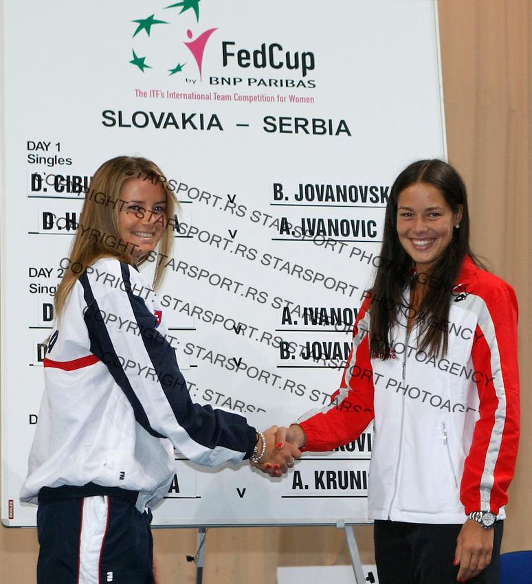 Tenis, Fed Cup 2011, play-off for group A.Slovakia Vs. Serbia, Official Draw.Daniela Hantuchova, left and Ana Ivanovic.Bratislava, 15.04.2011..foto: Srdjan Stevanovic/Starsportphoto ©