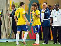 Neymar with Oscar and Brazil head coach Luiz Felipe Scolari behind him