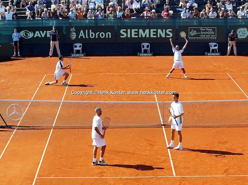 16-7-06,Scheveningen, Siemens Open, doubles final, Navarro and Garcia-Lopez win the doubles titel