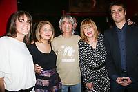 ESTELLE BRETON (CONJOINTE DE SON FILS), DAISY D'ALBA (SA FILLE), MARIO D'ALBA (SON MARI), ANNIE GAUTRAT (STONE), MARTIN MAGLI (SON FILS) - CONCERT PRIVE DE STONE A PARIS, FRANCE, LE 03/04/2017.