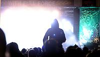 Das Festival With Full Force geht in die 18. Runde. 60 Bands aus der Hardcore-, Punk- und Metallszene haben sich auf dem haertesten Acker Deutschlands nahe Roitzschjora versammelt. Dazu gesellen sich nach Angaben der Veranstalter Sven Borges, Mike Schorler und Roland Ritter fast 30000 Besucher aus aller Welt. Drei Tage lassen die Bands ihre stromgestaehlten Gitarren gluehen und pusten per Mega-Boxenwand das Gras von der Landebahn des Sportflugplatzes. im Bild:  WFF Feature.  Foto: Alexander Bley