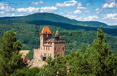 Deutschland, Rheinland-Pfalz, Dahner Felsenland, Erlenbach bei Dahn: Burg Berwartstein, auch (hochdeutsch) Baerbelstein oder (pfaelzisch) Baerwelstein, bewohnte mittelalterliche Burg im suedlichen Pfaelzerwald   Germany, Rhineland-Palatinate, Dahner Felsenland, Erlenbach bei Dahn: Berwartstein Castle a medieval castle in the southern part of the Palatinate Forest