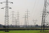 - pylons for electricity distribution at southern outskirts of Milan<br /> <br /> - tralicci per la distribuzione dell'energia elettrica alla periferia sud di Milano