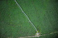 URUGUAY Grossflaechiger Anbau von Monsanto Gensoja fuer Futtermittel Export nach China zur Mast von Schweinen Huehnern usw.  / URUGUAY  Monsanto GMO soya bean field with irrigation system, soja beans are exported to China for animal fodder for pig, chicken etc.