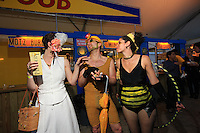 The beekeepers ball organized by the organization Justfood.org took place on Monday evening, June 22, 2009 at the Water Taxi Beach on the South Street Seaport, opening Pollination Week in New York. All bee lovers, beekeepers, wannabe beekeepers and New York farming families got together for a costume ball. On the program: petitions and different samplings of honey-based products. This symbolic action, given media coverage by the New York Times, comes into the association's public relations campaign