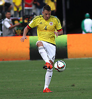 BARRANQUILLA  - COLOMBIA - 8-10-2015:Santiago Arias jugador de la seleccion Colombia  disputa el balon con  la seleccion Peru durante primer partido  por por las eliminatorias al mundial de Rusia 2018 jugado en el estadio Metropolitano Roberto Melendez  / : Santiago Arias  player of Colombia  fights for the ball with  of selection of Peru during first qualifying match for the 2018 World Cup Russia played at the Estadio Metropolitano Roberto Melendez. Photo: VizzorImage / Felipe Caicedo / Staff.
