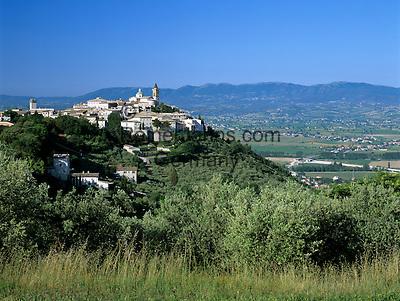 Italy, Umbria, Trevi: hilltop village is on the list of Italy's most beautiful villages   Italien, Umbrien, Trevi: Stadt in der Provinz Perugia, wurde in die Liste der schoensten Doerfer Italiens aufgenommen