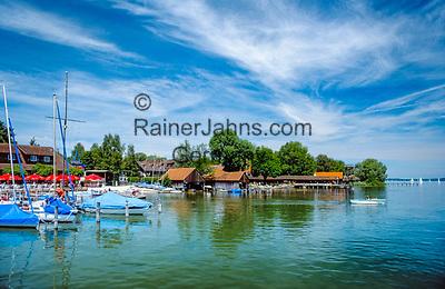 Deutschland, Bayern, Oberbayern, Utting am Ammersee: kleiner Yachthafen und Bootshaeuser | Germany, Bavaria, Upper Bavaria, Utting at Ammer Lake: small yacht harbour